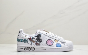 Kasing Lung和adidas以及Disney以经典卡通形象Mickey Mouse阿迪达斯三叶草贝壳头板鞋