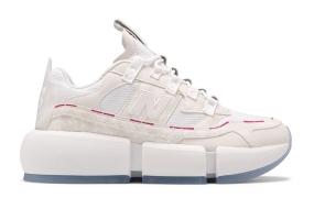 贾登·史密斯(Jaden Smith)的New Balance Vision Racer(白平衡/粉色)赛车鞋