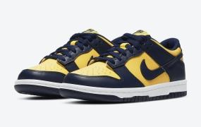 """Nike Dunk Low"""" Michigan""""的官方照片"""