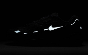 "Nike Air Max 96 II ""Triple Black"" 即将发售"