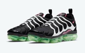 粉红色和绿色鞋底突出了这款 Nike Air VaporMax Plus