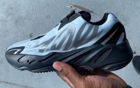 "adidas Yeezy Boost 700 MNVN ""Blue Tint"" 官方照片"