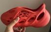 "抢先看:adidas Yeezy Foam Runner ""Vermillion"""