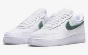 "Nike Air Force 1 Low ""Glitter Swoosh"" 为假日季做好准备"