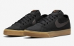 "Nike Court Legacy Canvas 提供""Black Gum"""