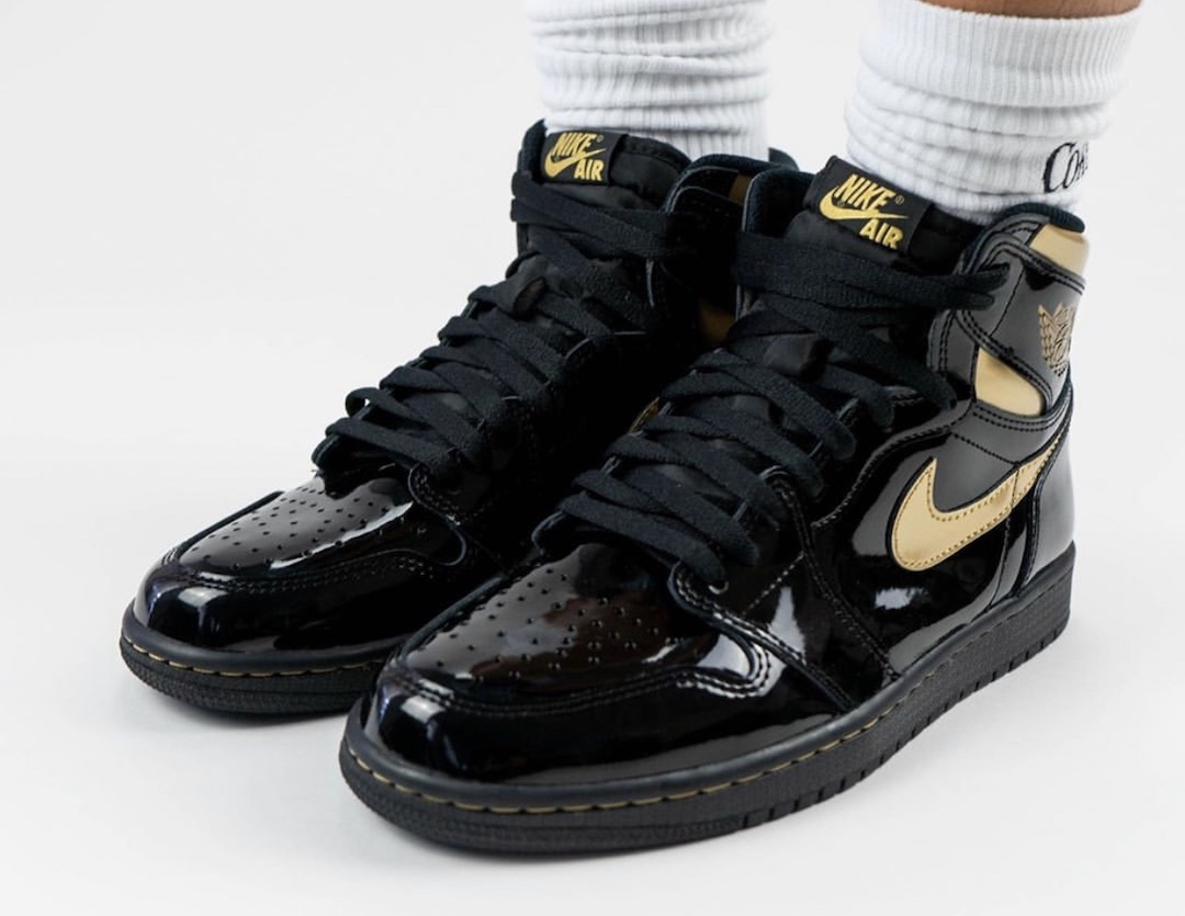 Air-Jordan-1-Black-Gold-555088-032-Release-Date-On-Feet-7