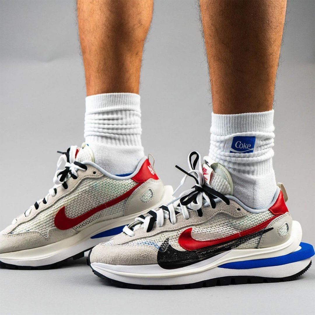 sacai-Nike-VaporWaffle-Sail-Light-Bone-Game-Royal-Sport-Fuchsia-CV1363-100-Release-Date-On-Feet-5